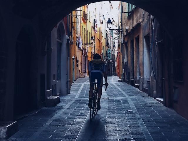 Vélo dans les rues de Menton