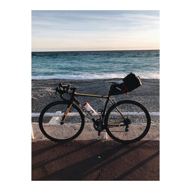 Vélo sur la promenade des anglais